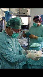 el dr cos calvet acabando una vasovasostomia